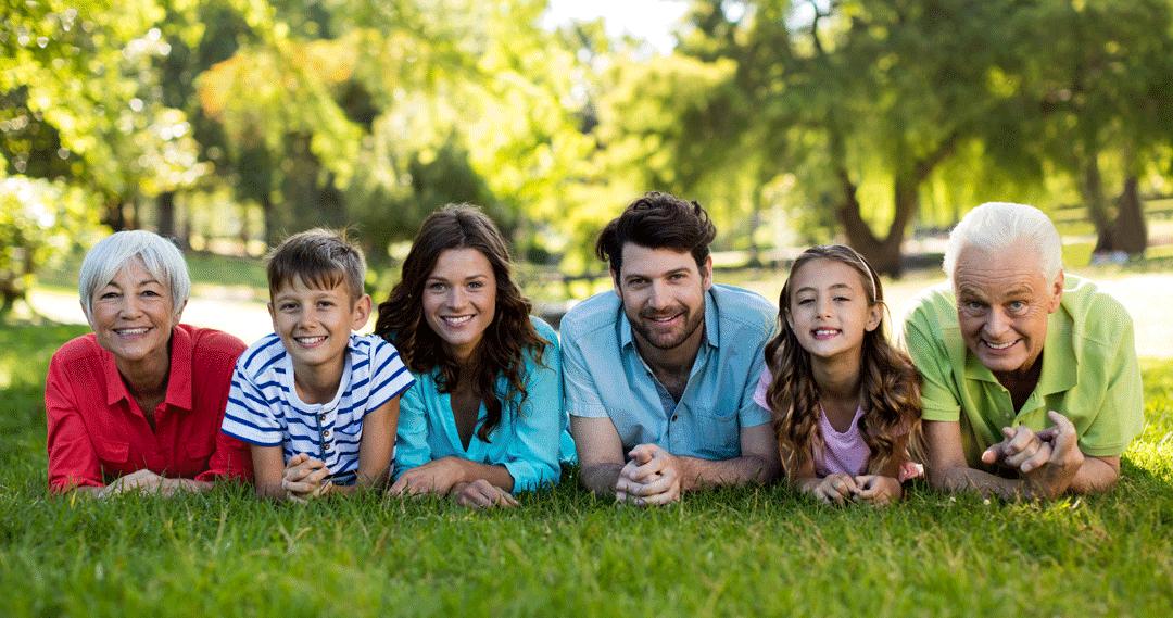 Familj där föräldrarna har använt en mall för testamente med enskild egendom